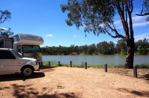 Parked up at Merbain Common on the Murray River